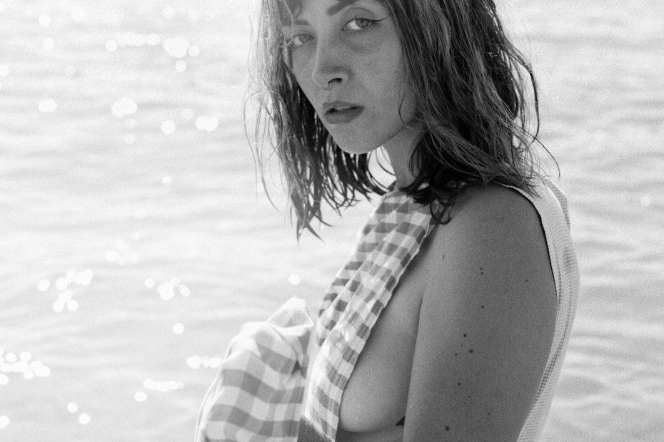 oceane à la plage lorisfae photographe val d'oise